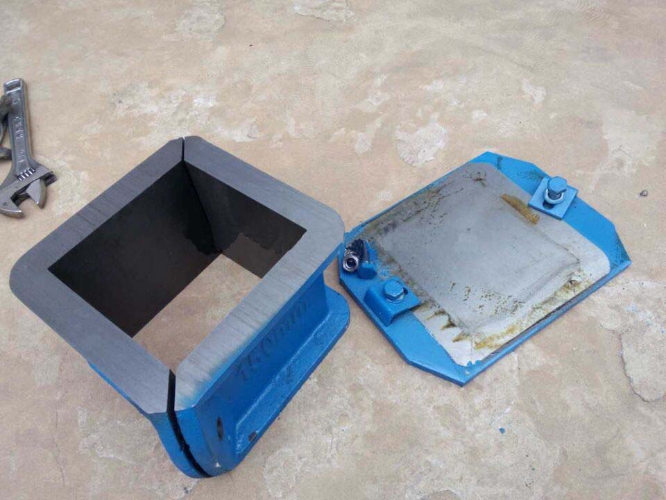 Concrete-Cube-Test-Mould-Cast-Iron--Material--Picture