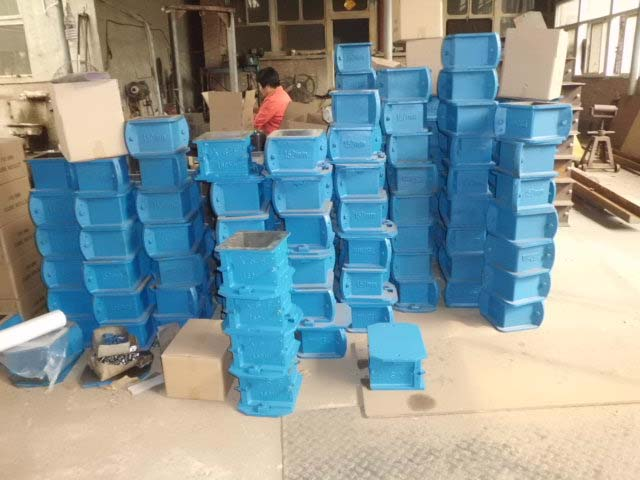 Concrete-Cube-Test-Mould-Cast-Iron--Material--Professional-Manufacturer